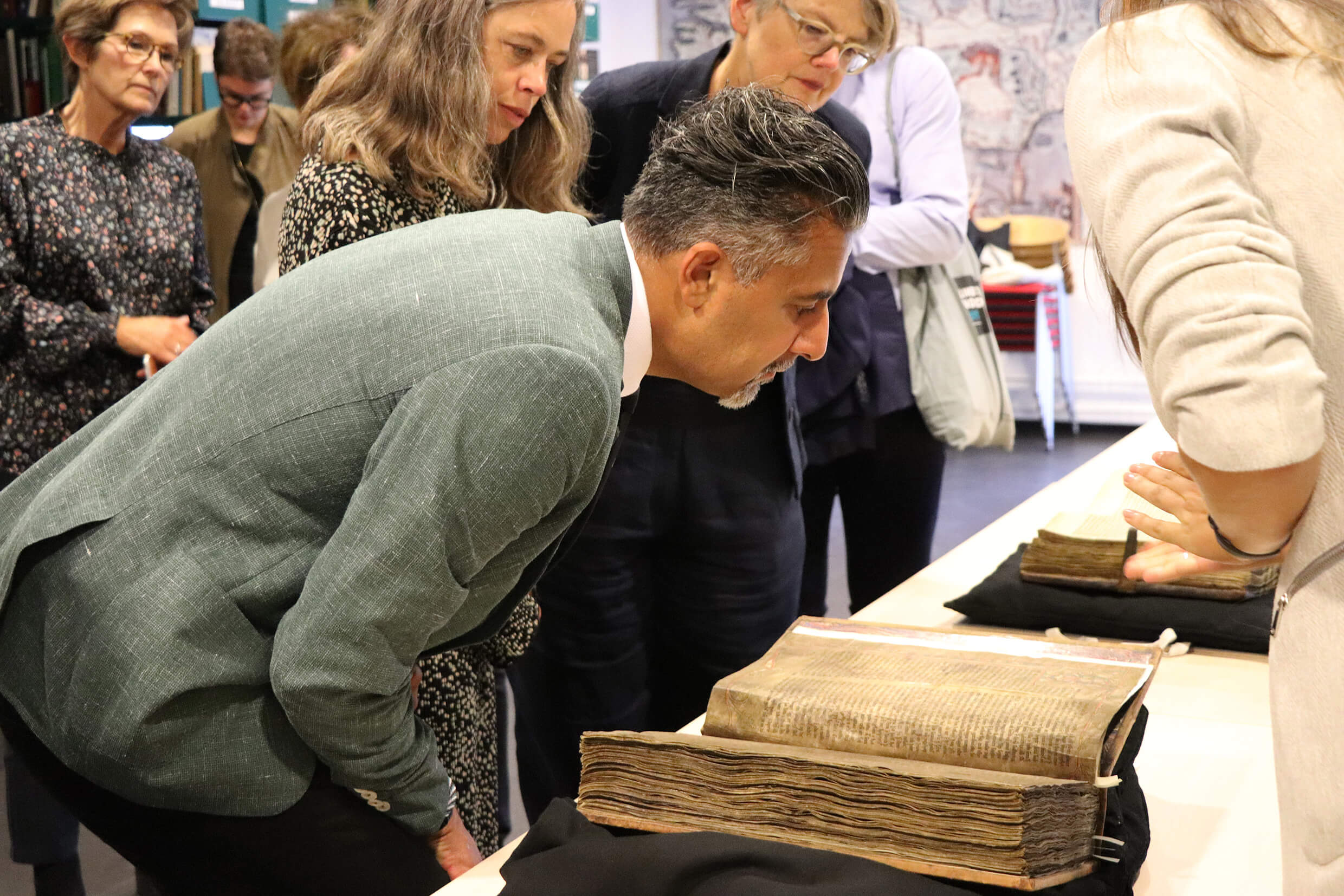 Norwegian Minister Visits Collection